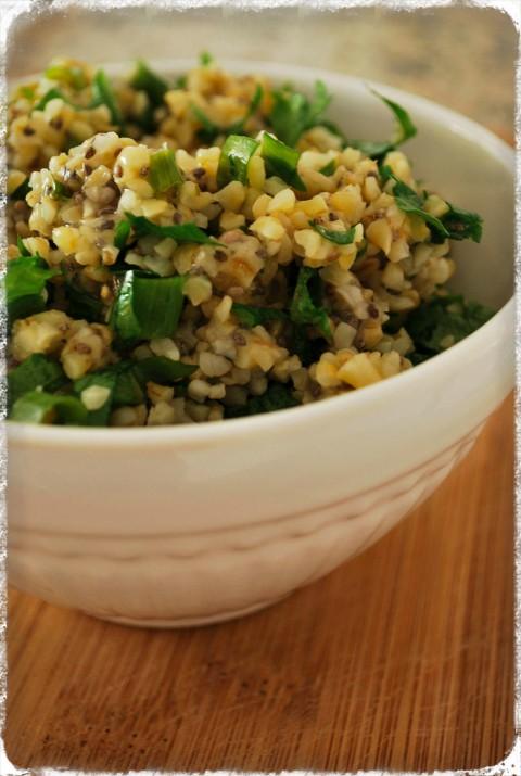 Salada de bulgur com chia e ervas frescas
