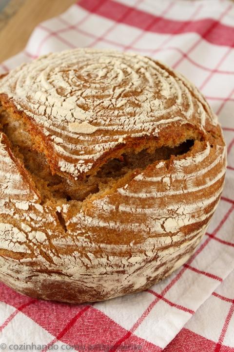 Pão integral com fermento natural