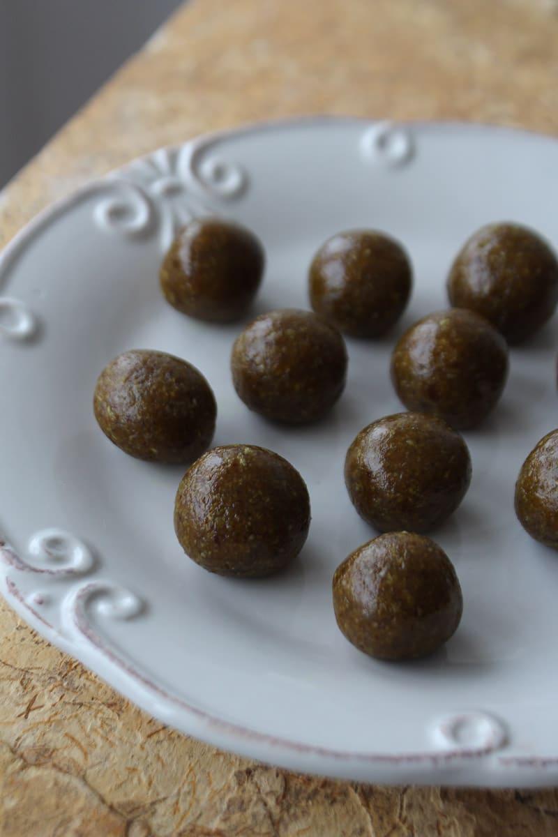 Bolinha de tâmara com manteiga de semente de girassol