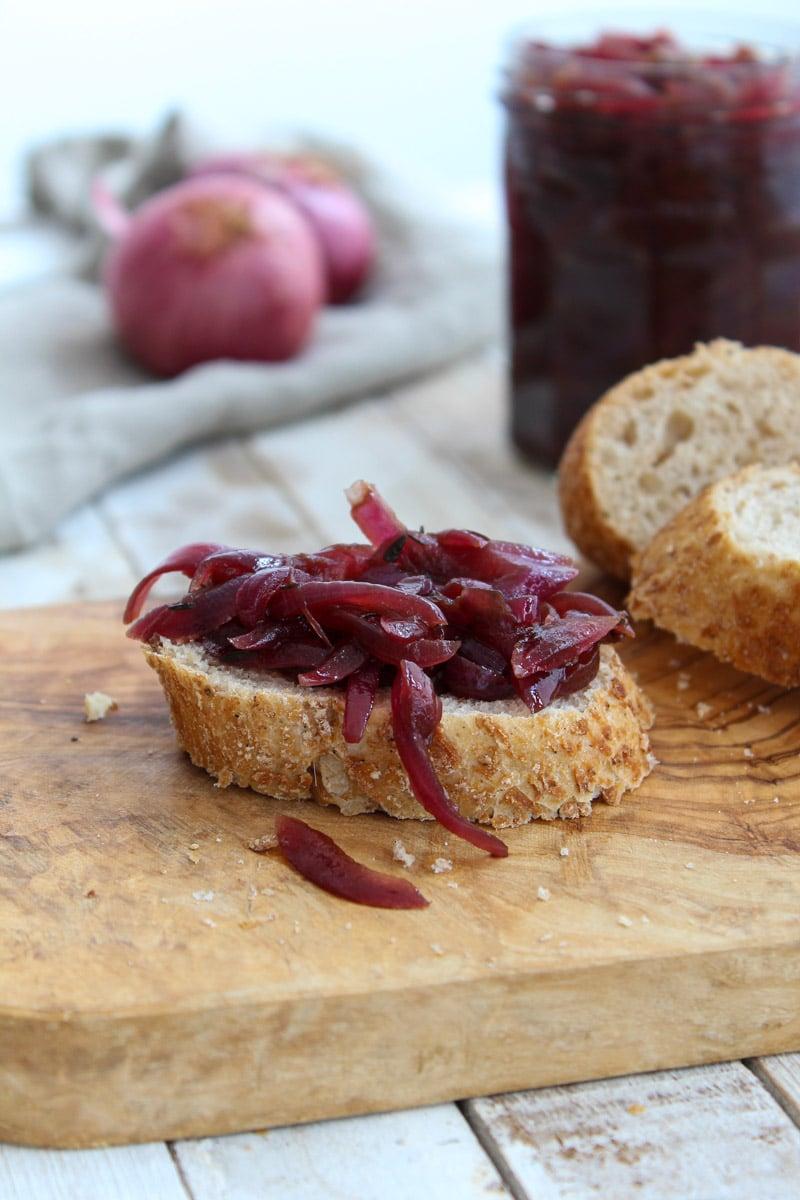 Cebola roxa caramelizada com vinagre balsâmico