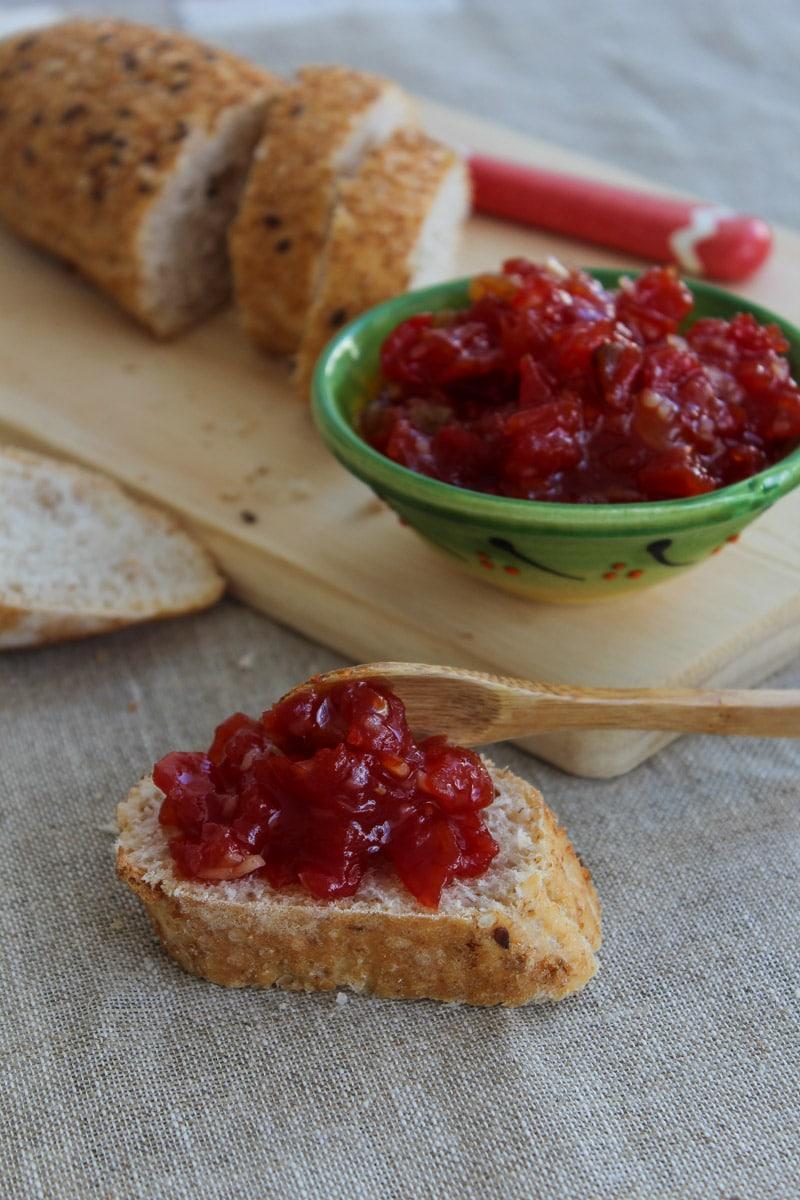 Chutney de tomate com passas e amêndoas