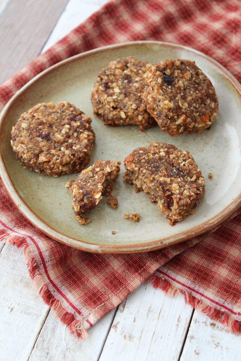 Cookies de aveia, tâmara e chia