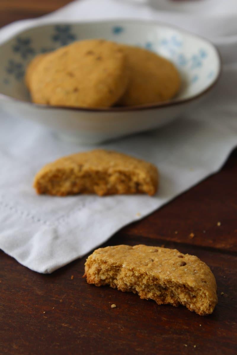 Cookie de fubá e erva-doce