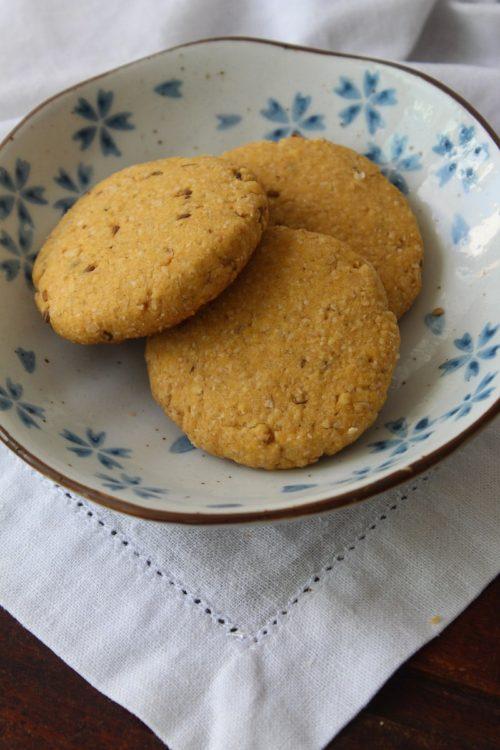 Cookies de fubá e erva-doce