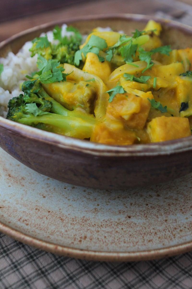 Curry de abóbora, tofu e brócolis