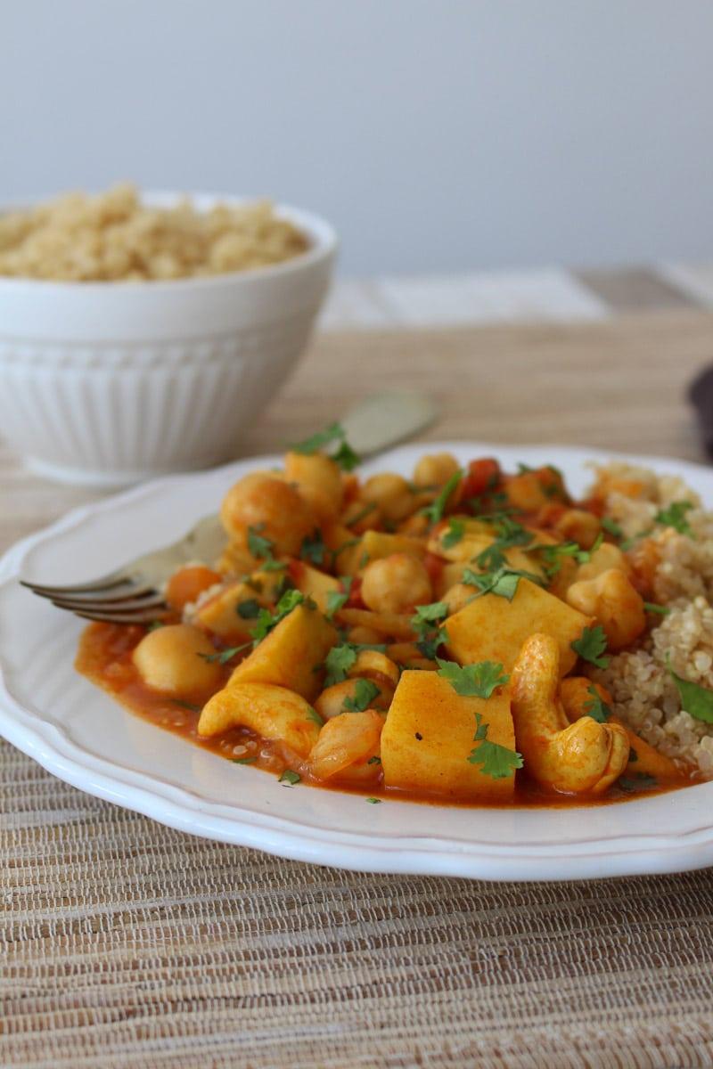 Curry com grão de bico e castanha de caju