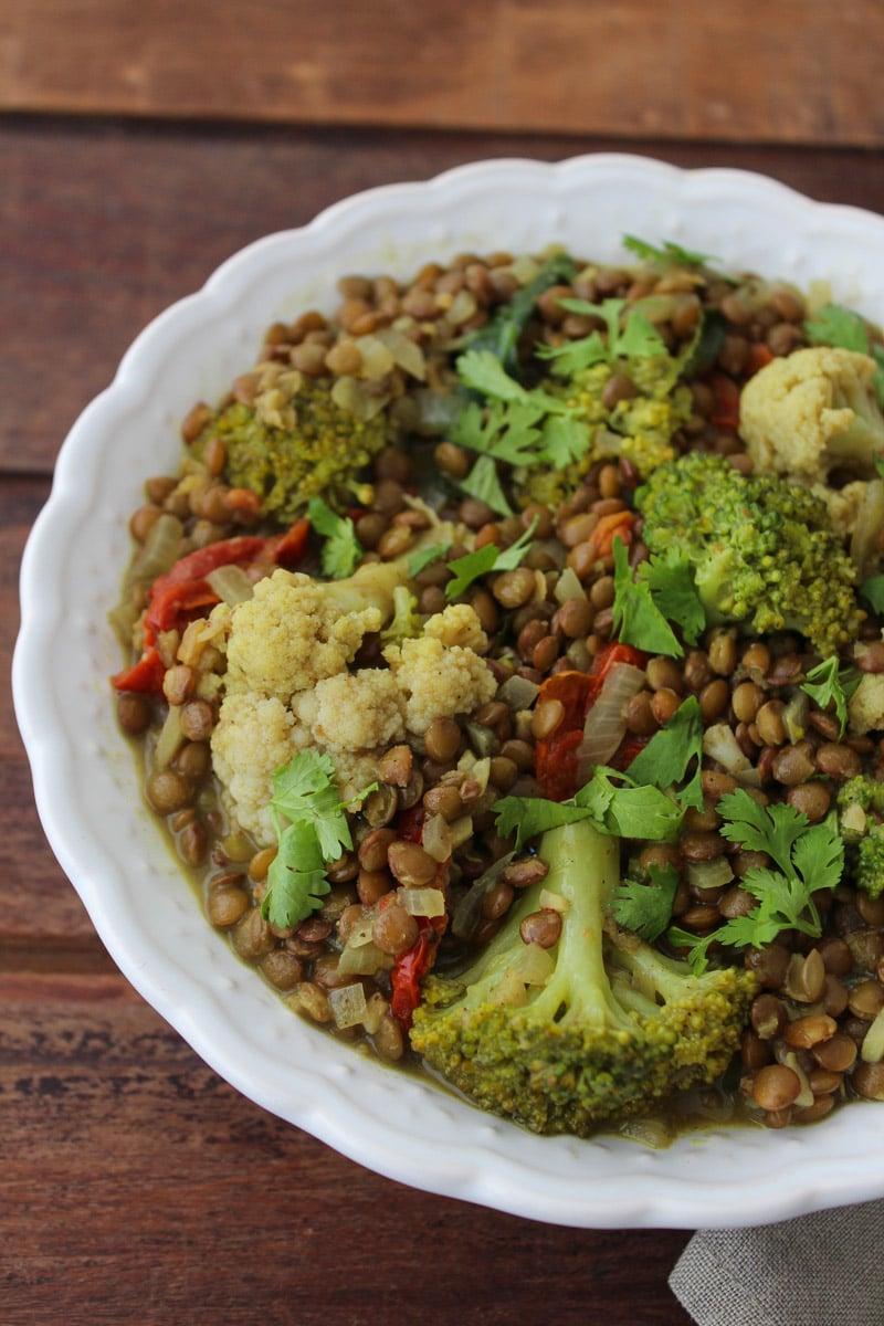 Curry de lentilhas, brócolis e couve-flor