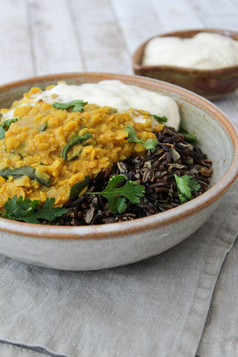 Curry de lentilha rosa e espinafre