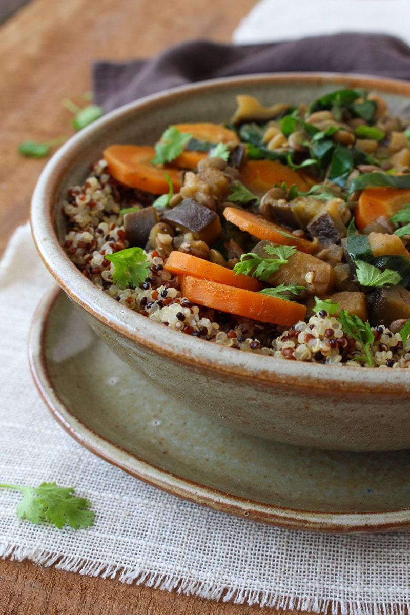 Curry de lentilha, berinjela e taioba