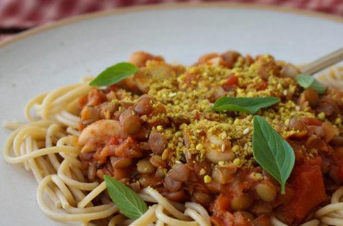 """Espaguete com """"bolonhesa"""" de lentilha"""