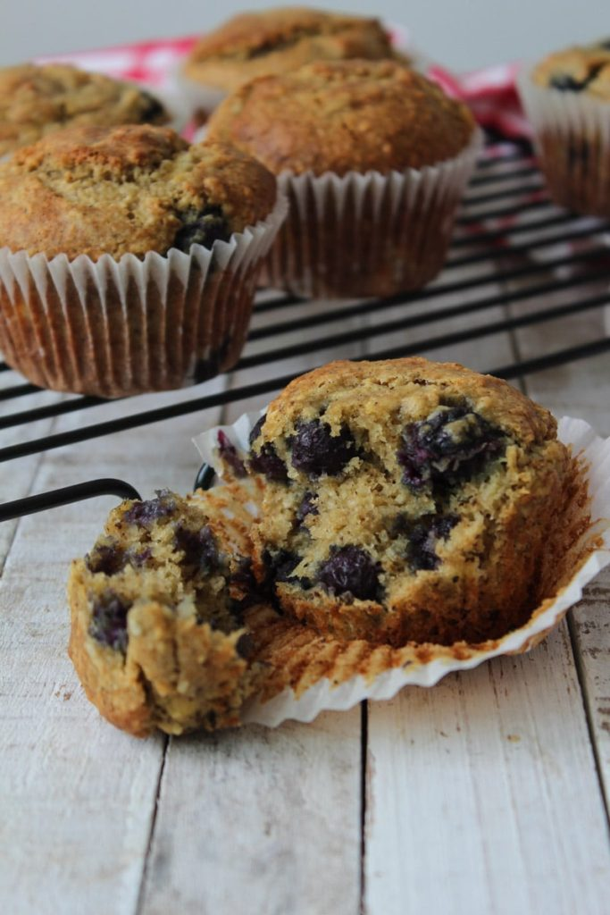 Muffin vegano de banana e mirtilo