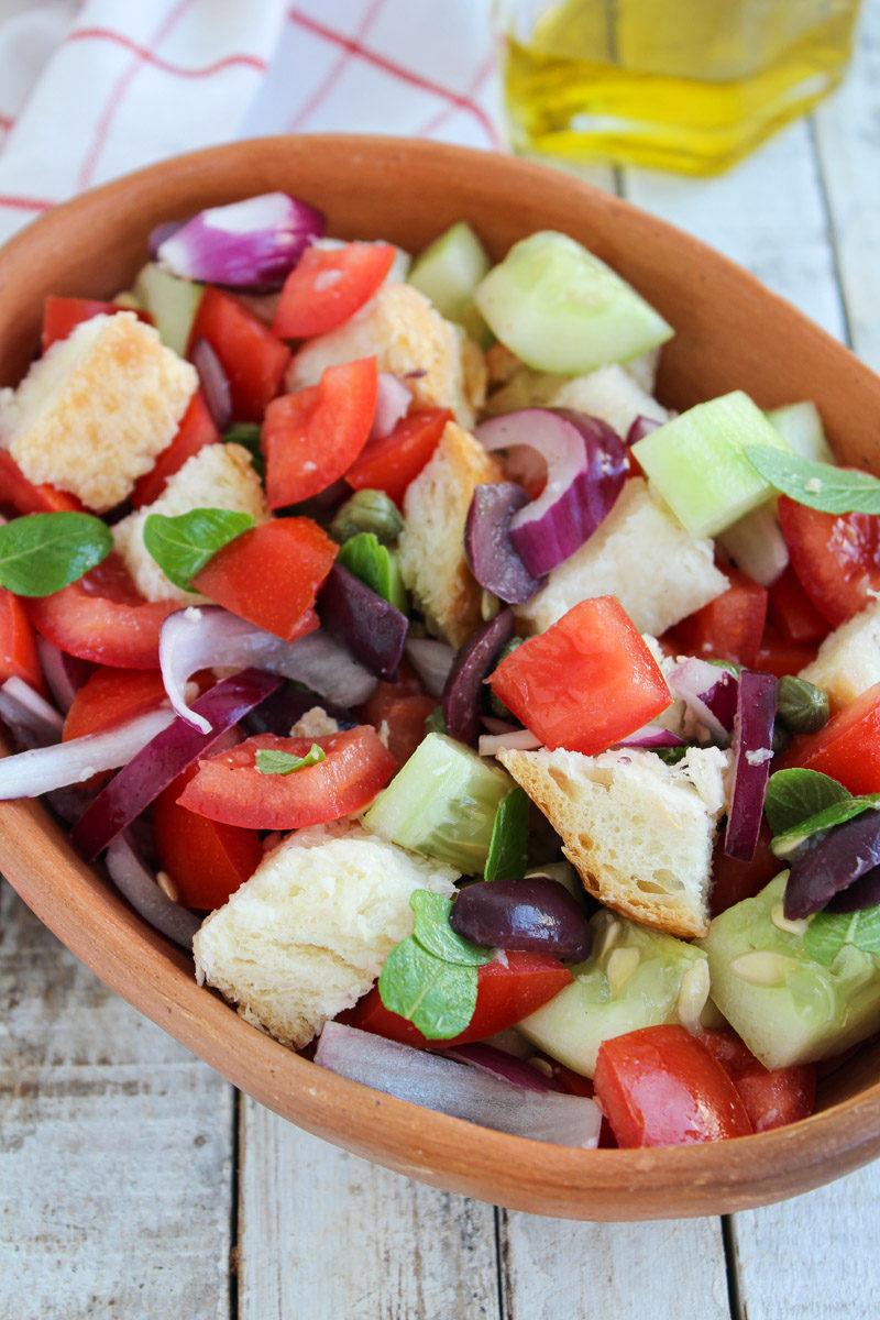 Panzanella - Salada com pão italiano