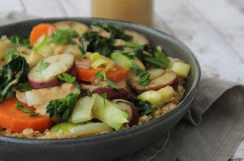 Quinua com legumes e molho tahine