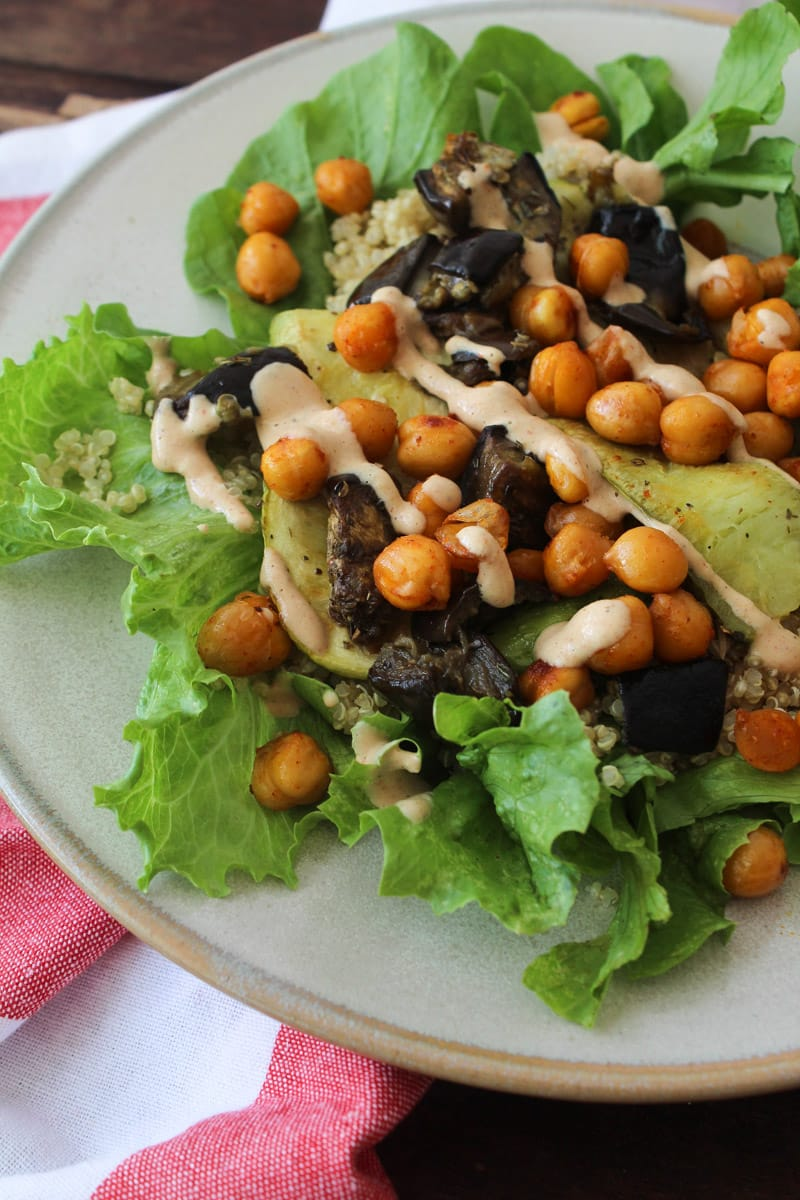 Salada de grão de bico, quinua e tahine