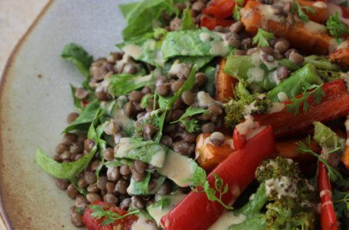 Salada de lentilha e legumes assados