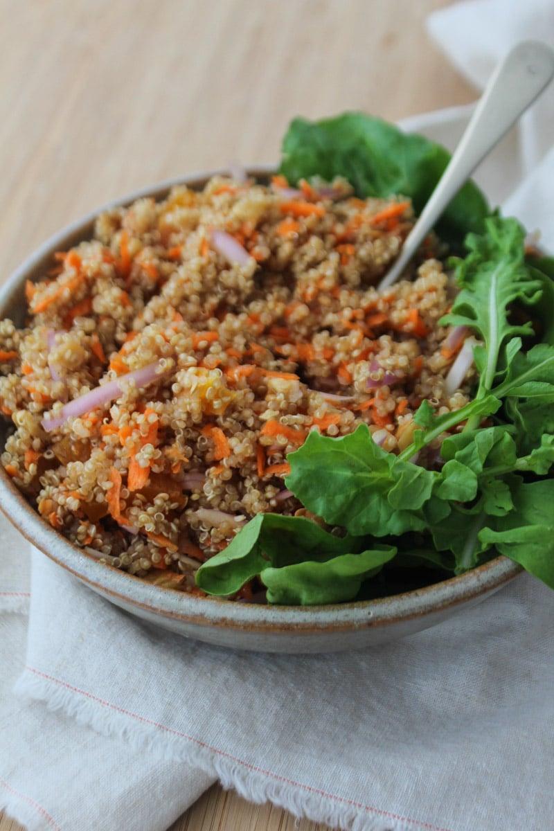 Salada de quinua com cenoura e damasco seco