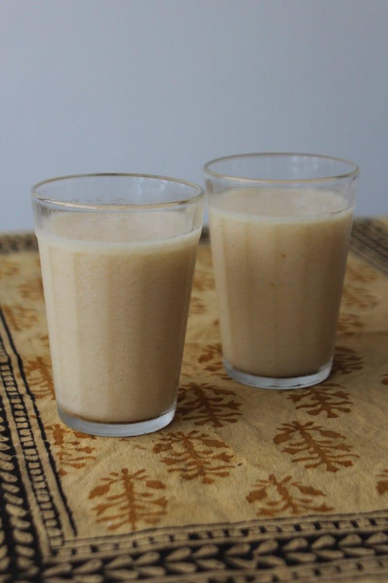 Suco de graviola com água de coco e especiarias